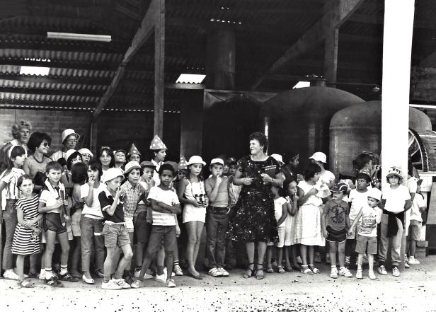 1990...sortie vendange école primaire Duras. A droite Rose Leguennec Monique Laroche