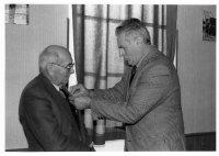Pardaillan décoration Mr Delage ancien Maire 7-1-1994